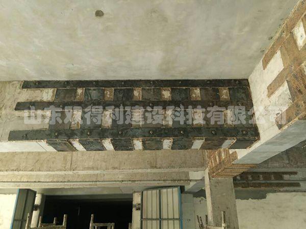 南山铝业电解铝车间通车走廊粘钢